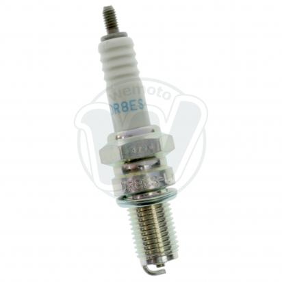 Suzuki GS 125 UY Kick Start 00 Spark Plug NGK